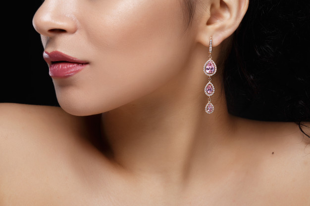 long-earring-with-violet-precious-stones-hang-from-woman-s-ear_8353-5041